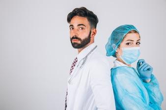 Squadra medica in posa