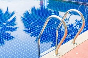 Stair piscina nella splendida località di lusso resort piscina