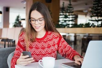 Stile di vita che porta la comunicazione giovane gadget