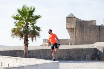 Strong Sportivo Stretching Leg su Parapet