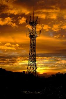Struttura apparecchiature sole alto tramonto