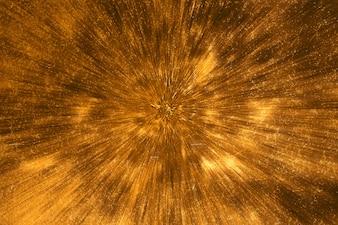 Struttura dorata che converge al centro