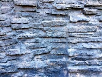 Struttura in muro di pietra dipinta blu