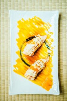 Sushi di carne di salmone