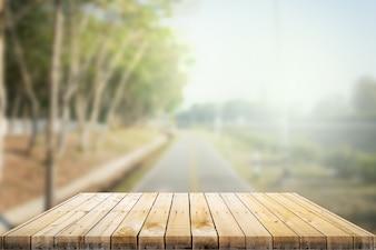 Tavolo in legno con sfondo
