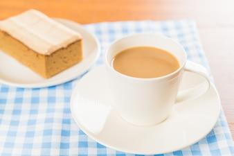 Tazza di caffè con torta