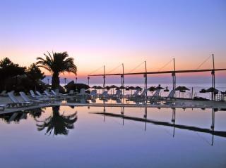 tramonto a bordo piscina