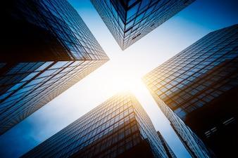 Una visione verso l'alto dell'aspetto architettonico moderno della città, Hong Kong, in Cina