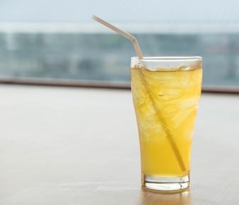 Vetro di tè ghiacciato di crisantemo