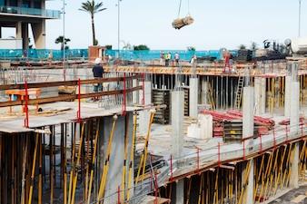 Vista della costruzione di una casa in cemento