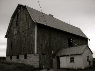 velho celeiro de madeira