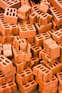 entulho de tijolos vermelhos