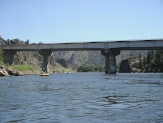 ponte ferroviária sobre o missouri poderoso