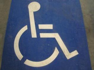 sinal de estrada com deficiência