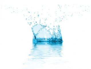 Cristal azul respingos de água vetor criativo