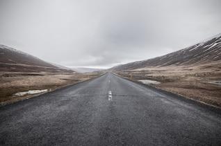 Estrada sem fim sombrio