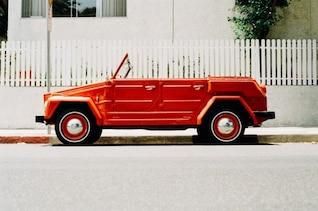 Carro conversível vermelho