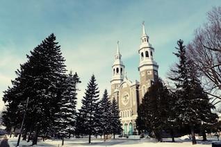 Duas torres de igreja