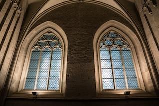 Dentro da igreja