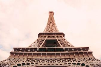 A Torre Eiffel em Paris com efeito de filtro retro