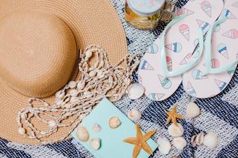Acessórios de praia e conchas decorativas