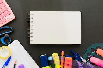 Acessórios escolares com caderno horizontal