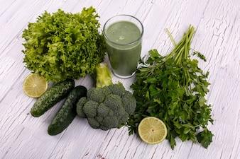 Alimentação saudável salada de vidro de cor