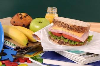 Almoço saudável por um estudante