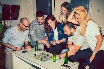 Amigos, jogos de tabuleiro e festa