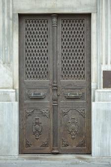Antigo porta de metal
