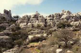 Área de montanhas e colinas feito de rocha