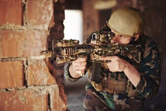 Arma adulto forças de guarda perigo