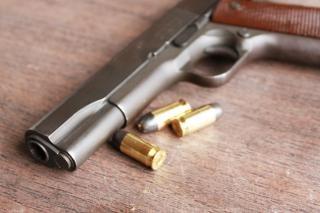 Arma e balas de crime,