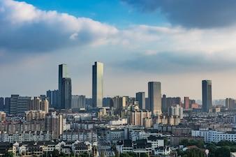 Arte moderna átomo urbana skyline