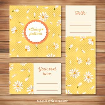 Artigos de papelaria com padrão de margaridas