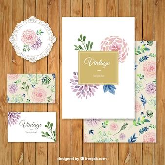 Artigos de papelaria florais no estilo da aguarela