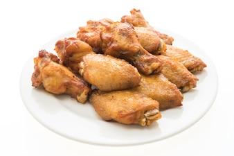 Asa de galinha grelhada churrasco na placa branca