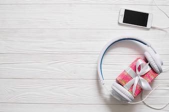 Auscultadores, presente e smartphone
