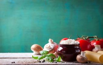 Bacia com arroz e cogumelos