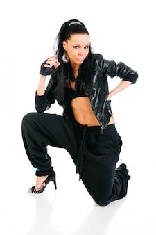 Bailarina de hip-hop ativa em branco