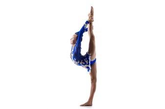 Bailarina que está fazendo backbend