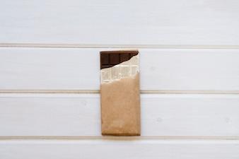Barra de chocolate com fundo branco