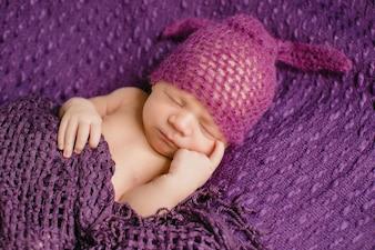 Bebê criança dentro bebê dedos