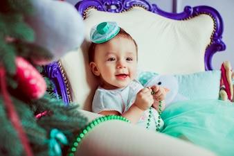 Bebê pequeno agradável pequeno do nurseling