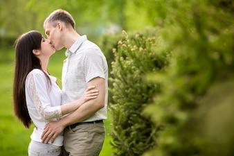 Beijando casal