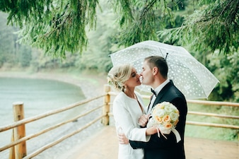 Beleza romântica juntos reflexão lago