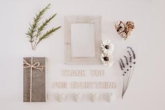 Boa composição com cartas dizendo obrigado por tudo