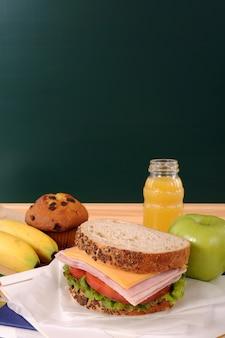 Bom café da manhã com fundo negro