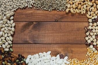 Borda de nozes e sementes