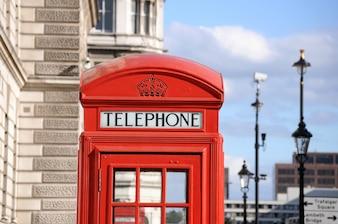 Caixa de telefone vermelha na rua de Londres